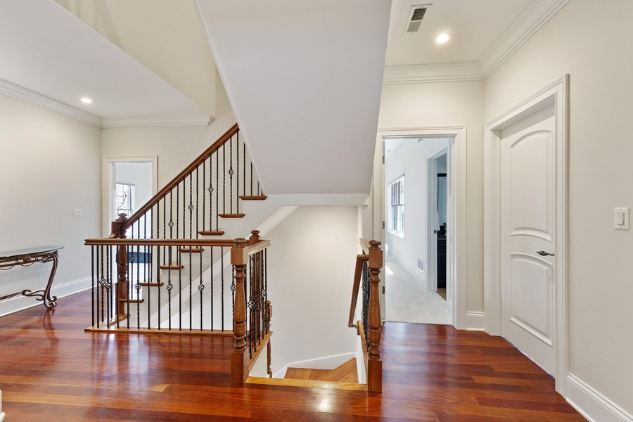 Real Estate Photography - 802 Franklin, Hinsdale, IL, 60521 - 2nd Floor Corridor