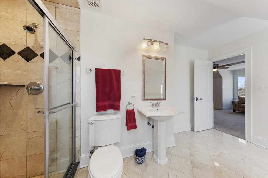 Real Estate Photography - 802 Franklin, Hinsdale, IL, 60521 - 3rd Floor Bathroom
