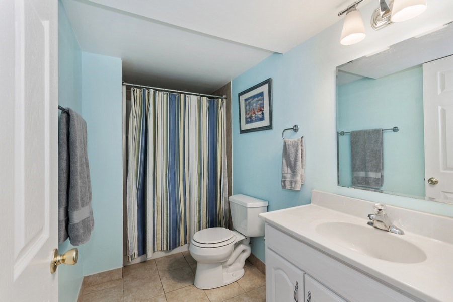 Real Estate Photography - 1952 Sherwood Place, Wheaton, IL, 60189 - 4th Bathroom