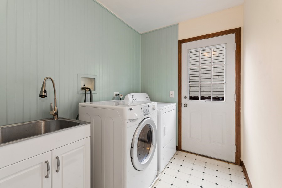 Real Estate Photography - 1952 Sherwood Place, Wheaton, IL, 60189 - Laundry/Mud Room