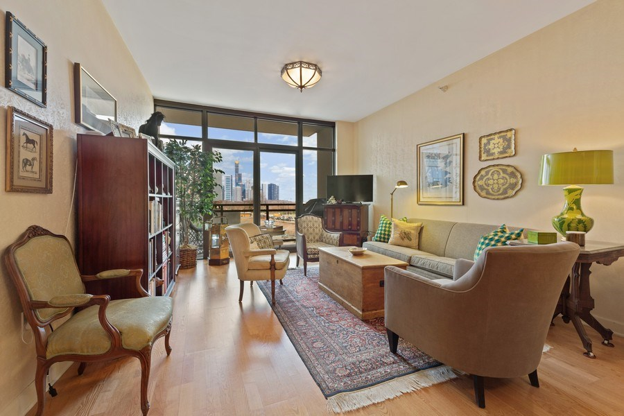 Real Estate Photography - 233 E 13th St, Unit 604, Chicago, IL, 60605 - Living Room