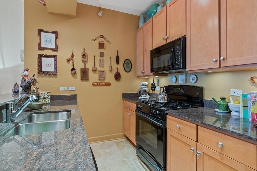 Real Estate Photography - 233 E 13th St, Unit 604, Chicago, IL, 60605 - Kitchen