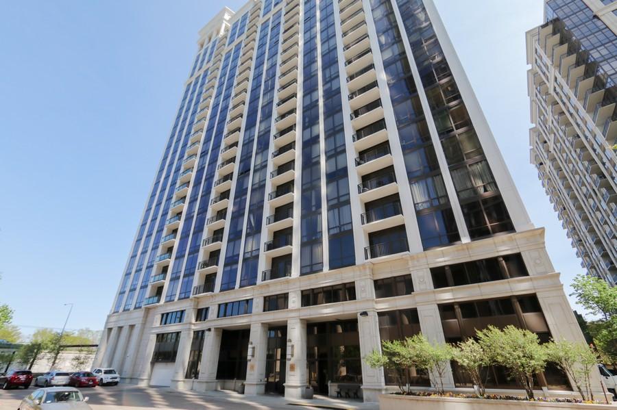 Real Estate Photography - 233 E 13th St, Unit 604, Chicago, IL, 60605 -