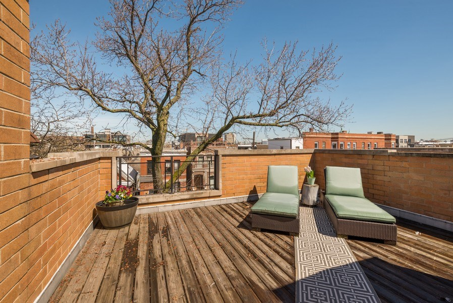 Real Estate Photography - 2419 W Superior St, Chicago, IL, 60612 -