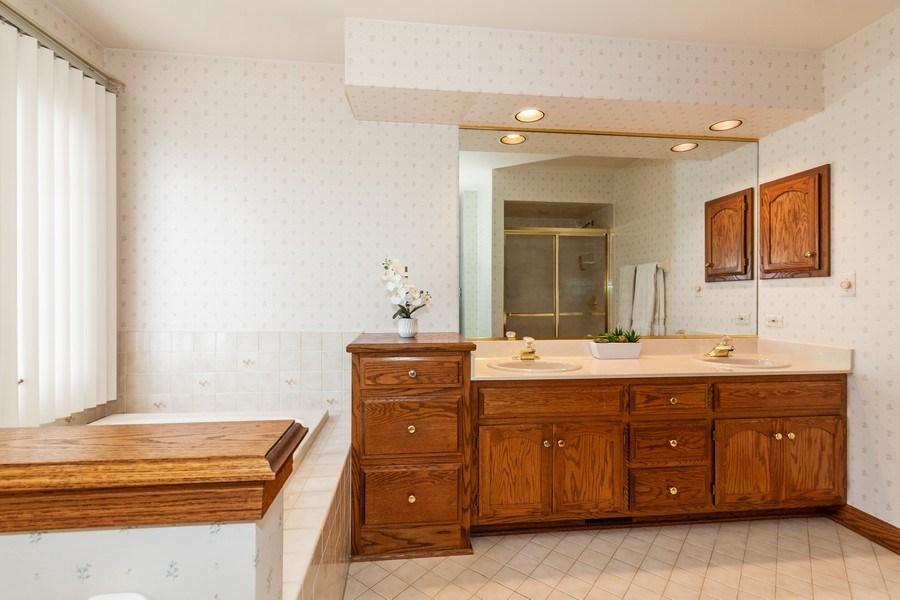 Real Estate Photography - 10 Tartan Ridge Rd, Burr Ridge, IL, 60527 - Master Bathroom
