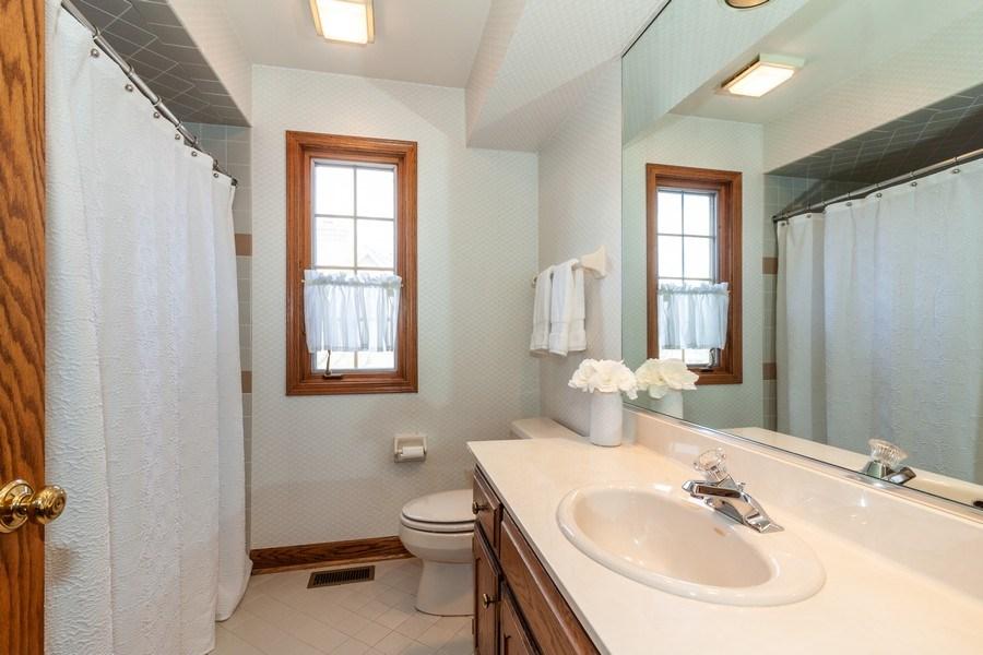 Real Estate Photography - 10 Tartan Ridge Rd, Burr Ridge, IL, 60527 - Bathroom