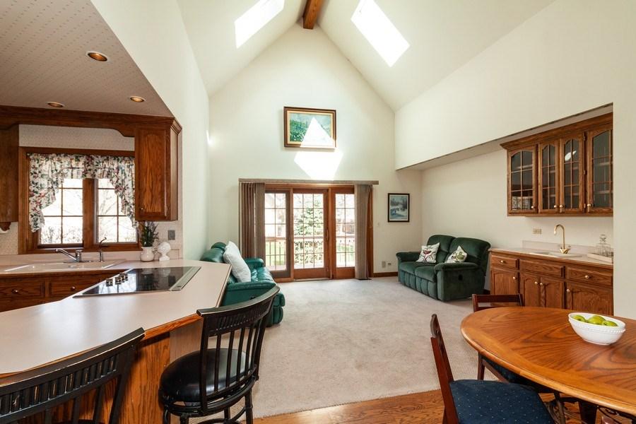 Real Estate Photography - 10 Tartan Ridge Rd, Burr Ridge, IL, 60527 - Family Room / Kitchen