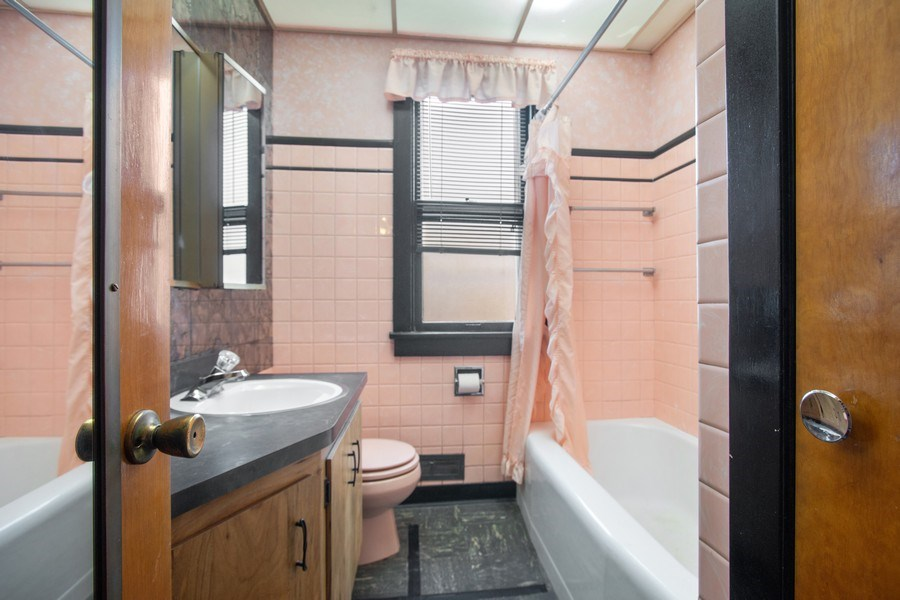 Real Estate Photography - 8632 Stolting Rd., Niles, IL, 60714 - 3rd Bathroom