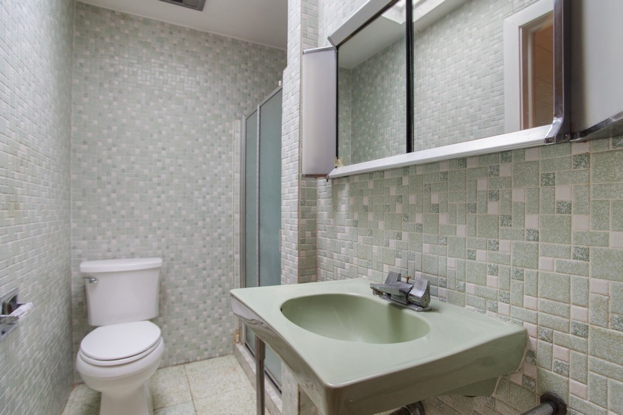 Real Estate Photography - 8632 Stolting Rd., Niles, IL, 60714 - Bathroom