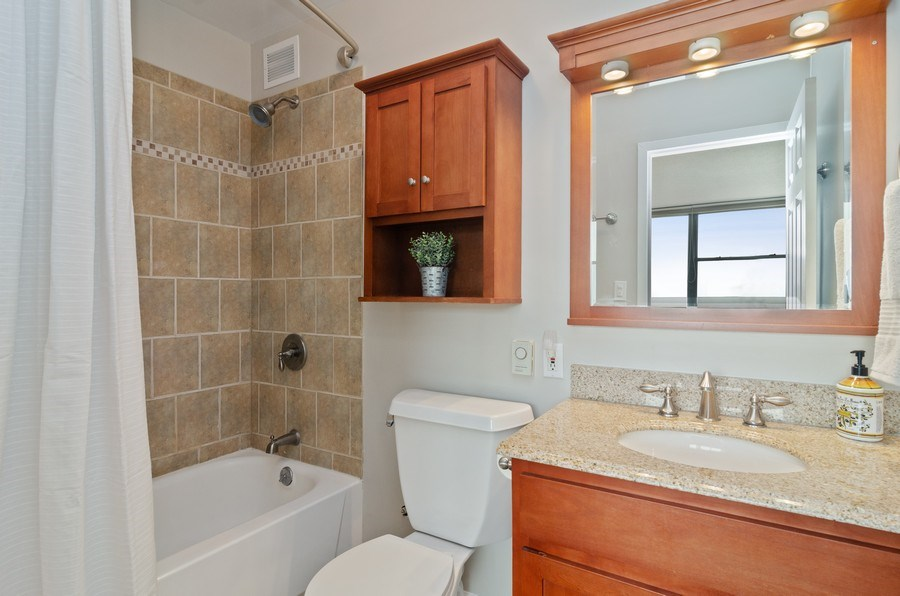 Real Estate Photography - 2700 N Hampden Ct, 21B, Chicago, IL, 60614 - Master Bathroom
