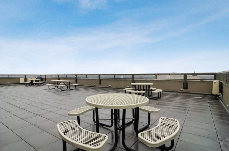Real Estate Photography - 2700 N Hampden Ct, 21B, Chicago, IL, 60614 - Roof Deck