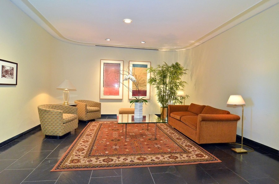 Real Estate Photography - 1310 N Ritchie Ct #14B, Chicago, IL, 60601 - Lobby
