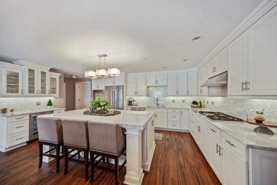 Real Estate Photography - 131 W. Adelaide, 107, Elmhurst, IL, 60126 - Kitchen