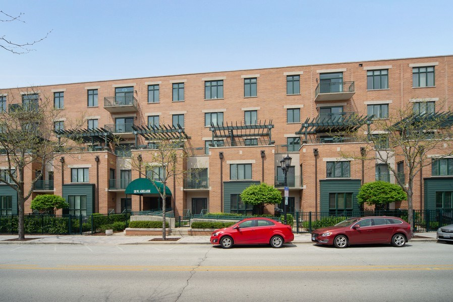 Real Estate Photography - 131 W. Adelaide, 107, Elmhurst, IL, 60126 - Front View