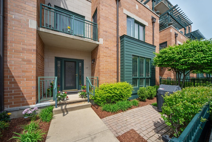 Real Estate Photography - 131 W. Adelaide, 107, Elmhurst, IL, 60126 - Private entrance / patio