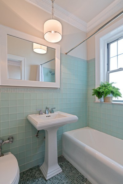 Real Estate Photography - 3520 N Lake Shore Dr, 9F, Chicago, IL, 60657 - Bathroom