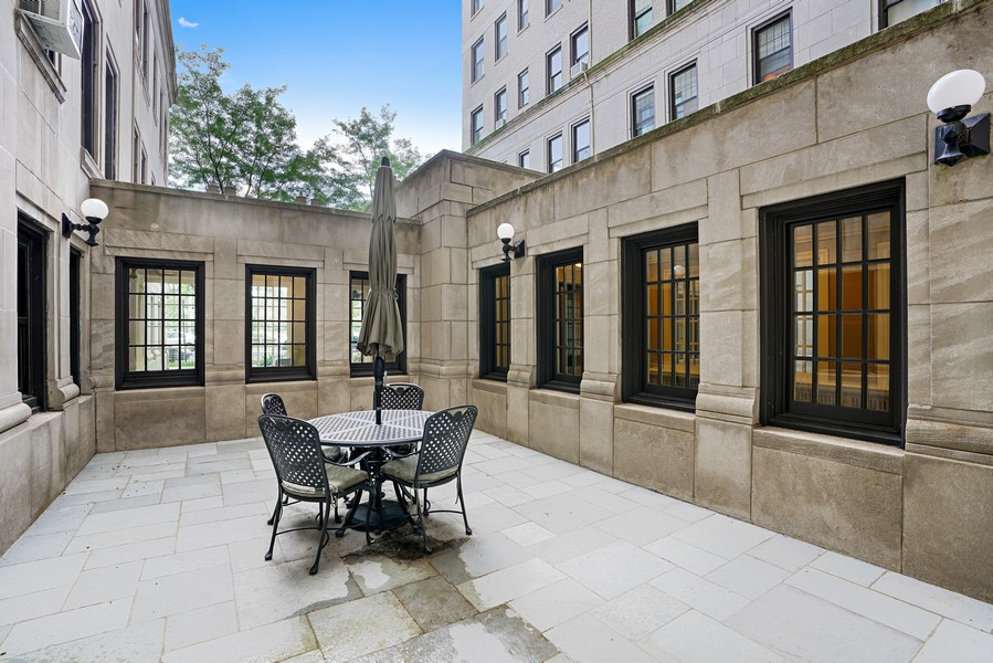 Real Estate Photography - 3520 N Lake Shore Dr, 9F, Chicago, IL, 60657 -