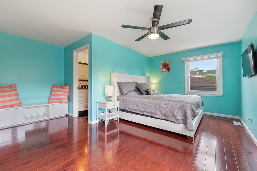 Real Estate Photography - 4084 Garden Ave., Western Springs, IL, 60558 - Master Bedroom