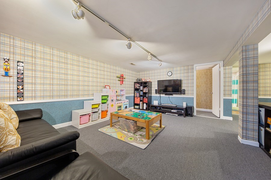 Real Estate Photography - 4084 Garden Ave., Western Springs, IL, 60558 - Family Room