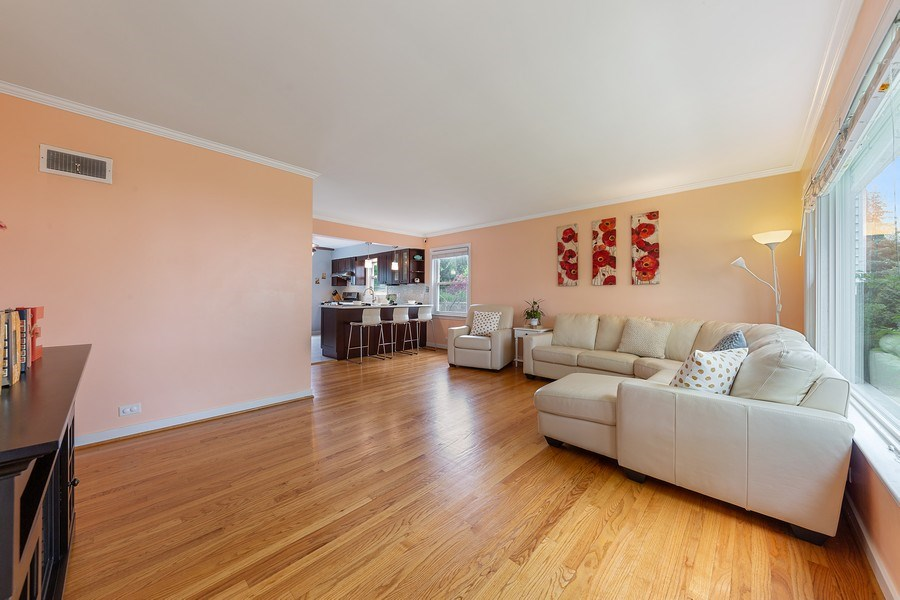 Real Estate Photography - 4084 Garden Ave., Western Springs, IL, 60558 - Living Room
