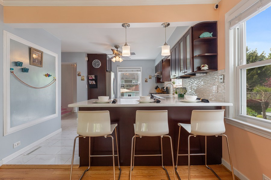 Real Estate Photography - 4084 Garden Ave., Western Springs, IL, 60558 - Kitchen