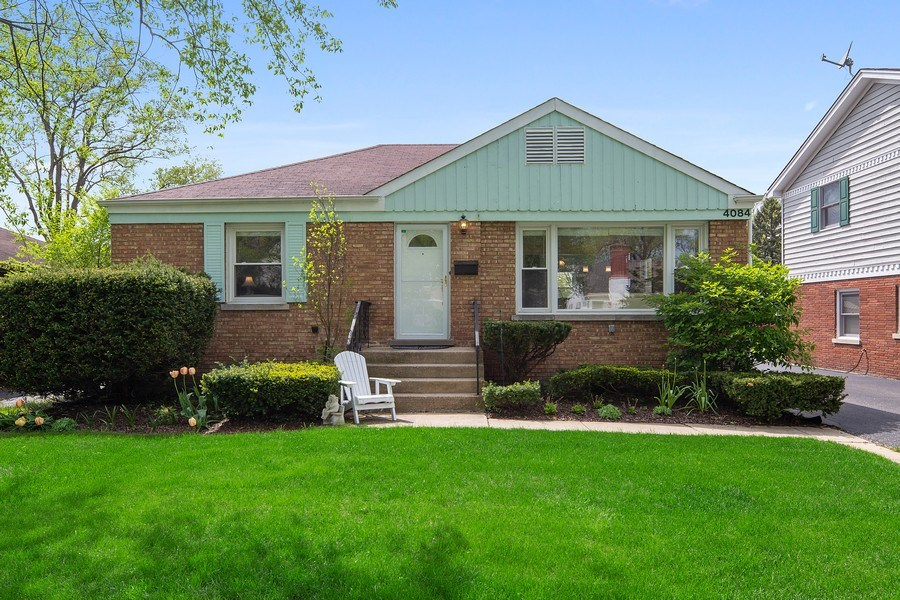 Real Estate Photography - 4084 Garden Ave., Western Springs, IL, 60558 - Front View