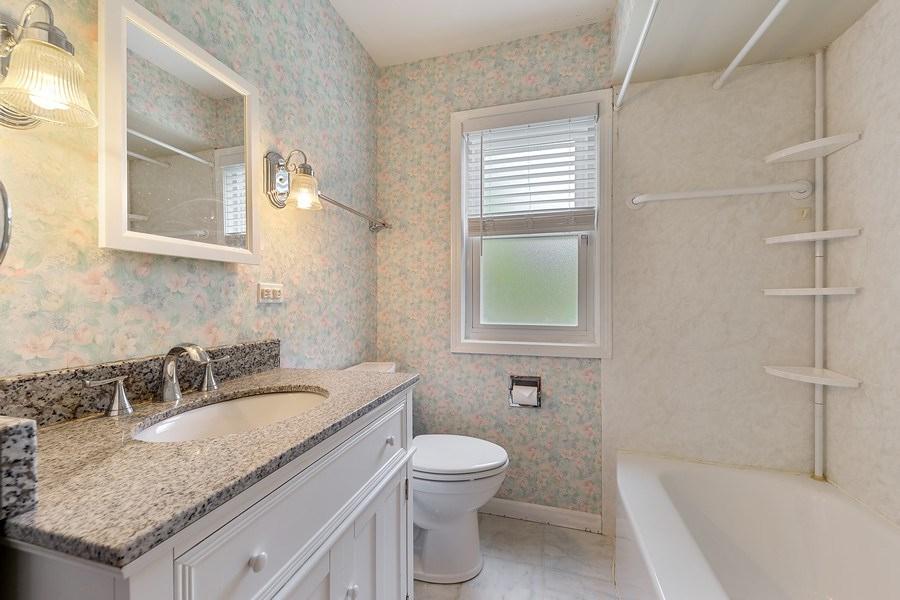 Real Estate Photography - 4084 Garden Ave., Western Springs, IL, 60558 - Hall Bathroom