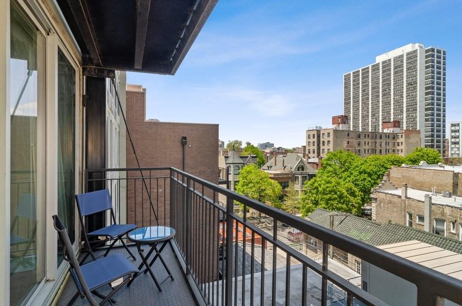 Real Estate Photography - 450 W Briar Pl, Unit 5E, Chicago, IL, 60657 - Balcony