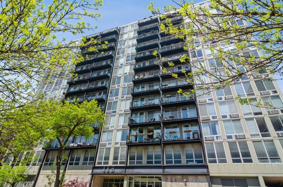 Real Estate Photography - 450 W Briar Pl, Unit 5E, Chicago, IL, 60657 - Front View