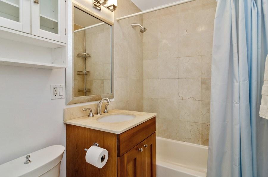Real Estate Photography - 450 W Briar Pl, Unit 5E, Chicago, IL, 60657 - Bathroom