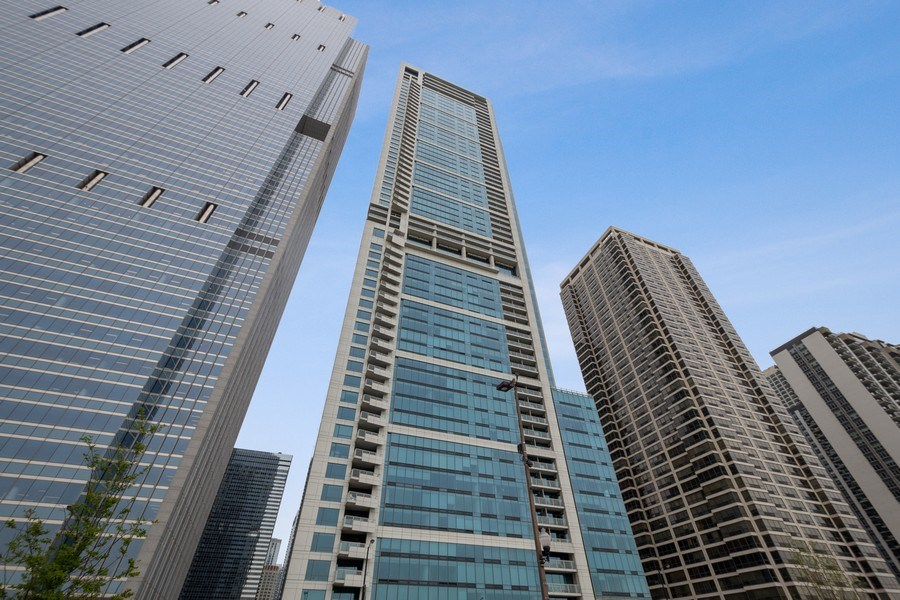 Real Estate Photography - 340 E Randolph Street, #1906, Chicago, IL, 60601 - Front View