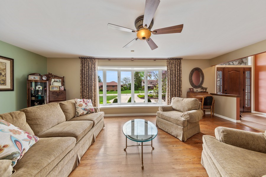 Real Estate Photography - 231 RODGERS CT, WILLOWBROOK, IL, 60527 - Living Room