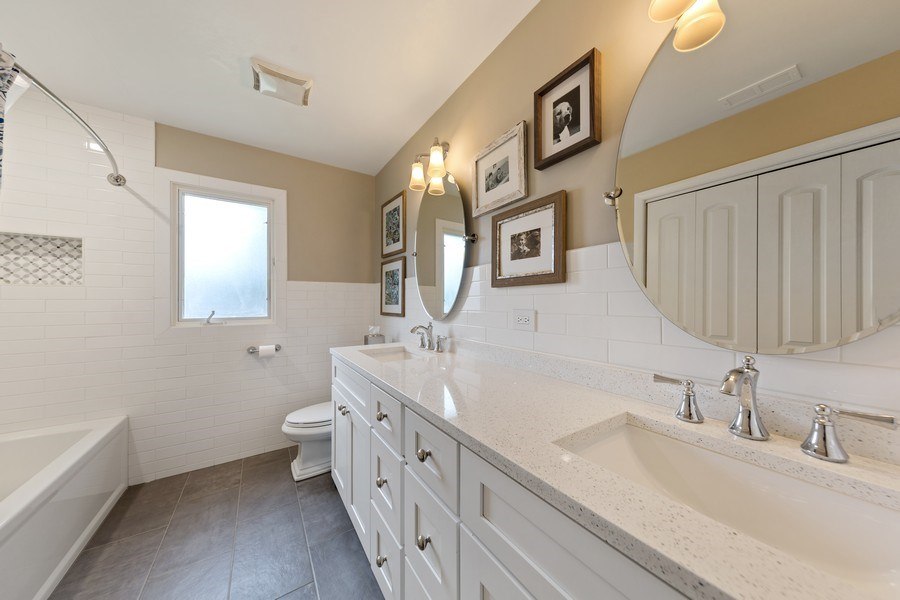 Real Estate Photography - 231 RODGERS CT, WILLOWBROOK, IL, 60527 - 3rd Bathroom