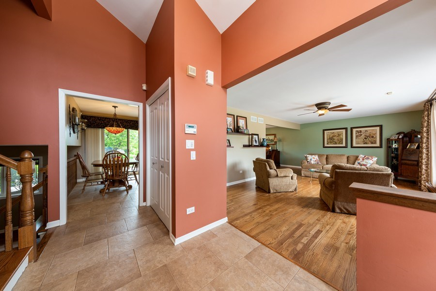 Real Estate Photography - 231 RODGERS CT, WILLOWBROOK, IL, 60527 - Foyer