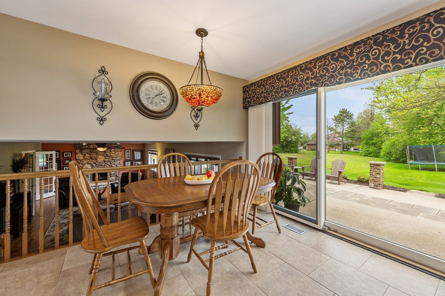 Real Estate Photography - 231 RODGERS CT, WILLOWBROOK, IL, 60527 - Breakfast Area