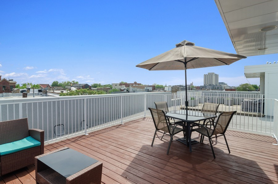 Real Estate Photography - 1919 West Crystal, #205, Chicago, IL, 60622 -