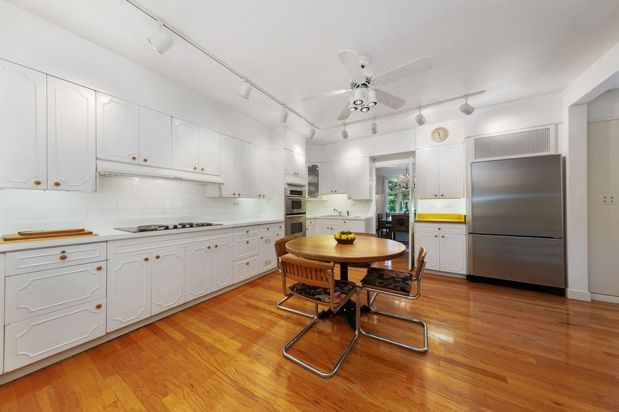 Real Estate Photography - 801 S. County Line Road, Hinsdale, IL, 60521 - Kitchen