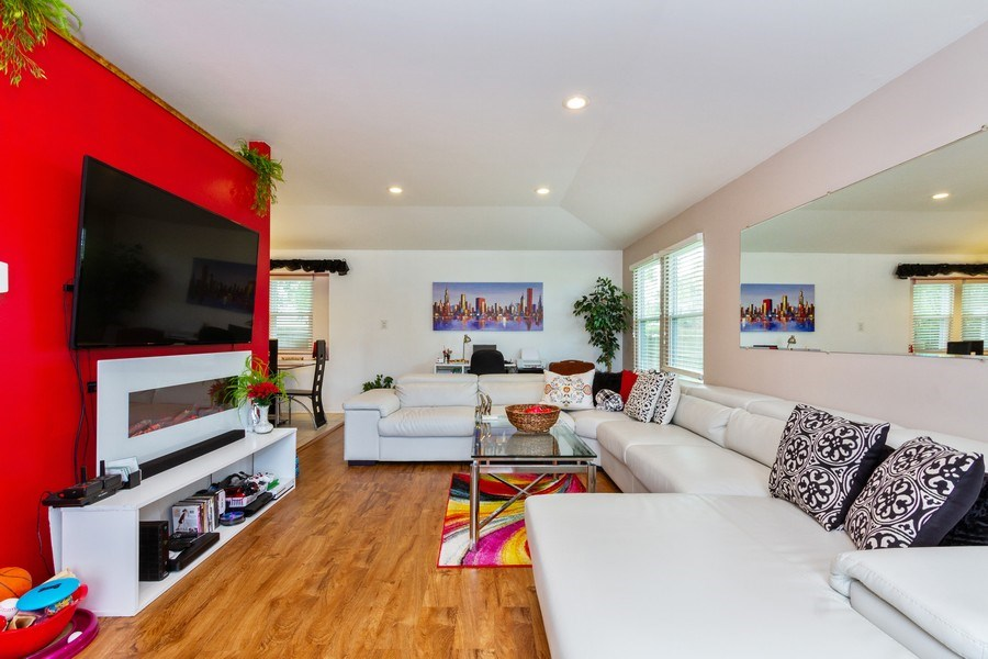 Real Estate Photography - 7565 Glenshire, Frankfort, IL, 60423 - Living Room