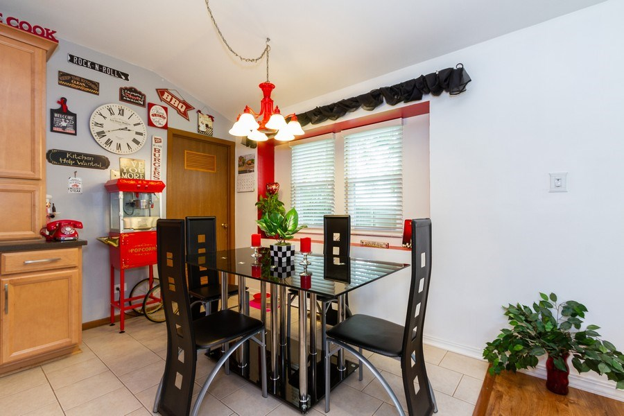 Real Estate Photography - 7565 Glenshire, Frankfort, IL, 60423 - Dining Room