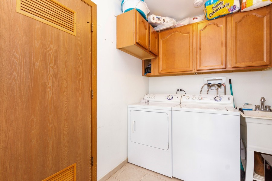 Real Estate Photography - 7565 Glenshire, Frankfort, IL, 60423 - Laundry Room