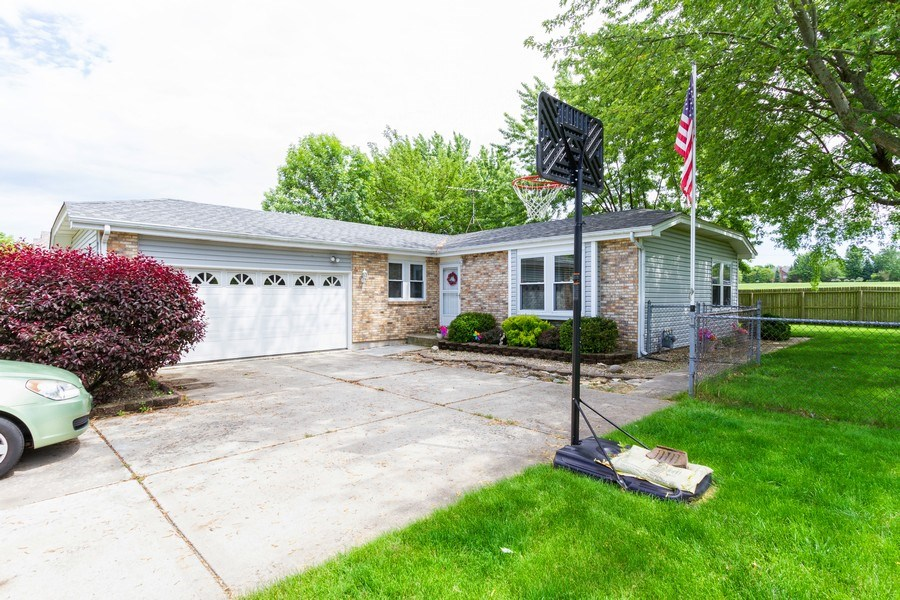 Real Estate Photography - 7565 Glenshire, Frankfort, IL, 60423 - Front View
