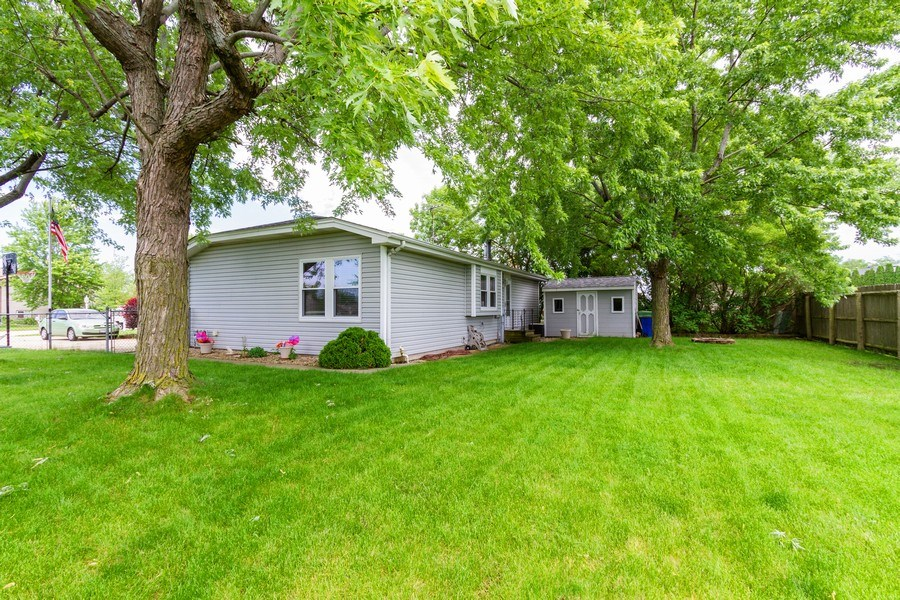 Real Estate Photography - 7565 Glenshire, Frankfort, IL, 60423 - Rear View