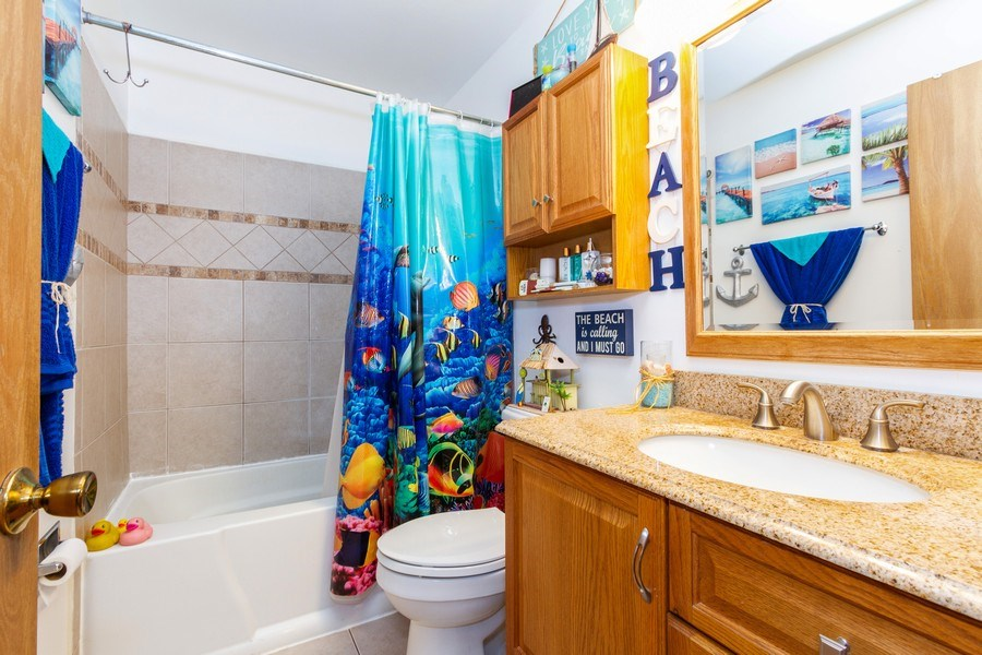 Real Estate Photography - 7565 Glenshire, Frankfort, IL, 60423 - 2nd Bathroom