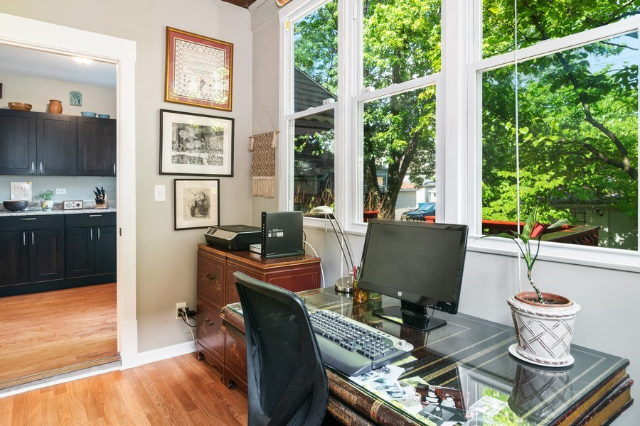 Real Estate Photography - 932 Circle Ave, Forest Park, IL, 60130 - Office