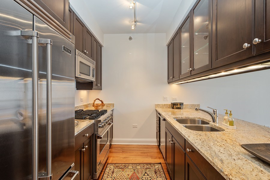 Real Estate Photography - 2 W. Delaware 1504, Chicago, IL, 60610 - Kitchen