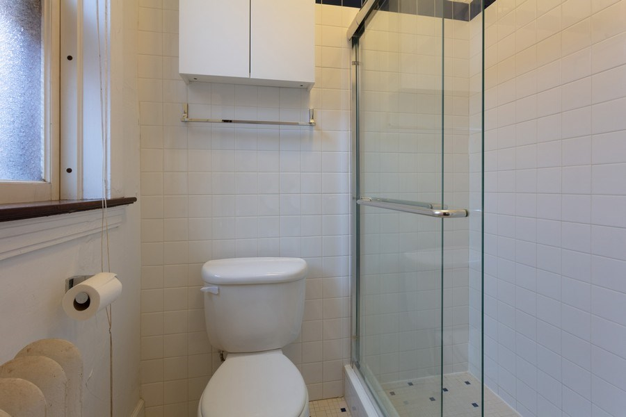 Real Estate Photography - 5749 S Kenwood, Unit 3, Chicago, IL, 60637 - Bathroom