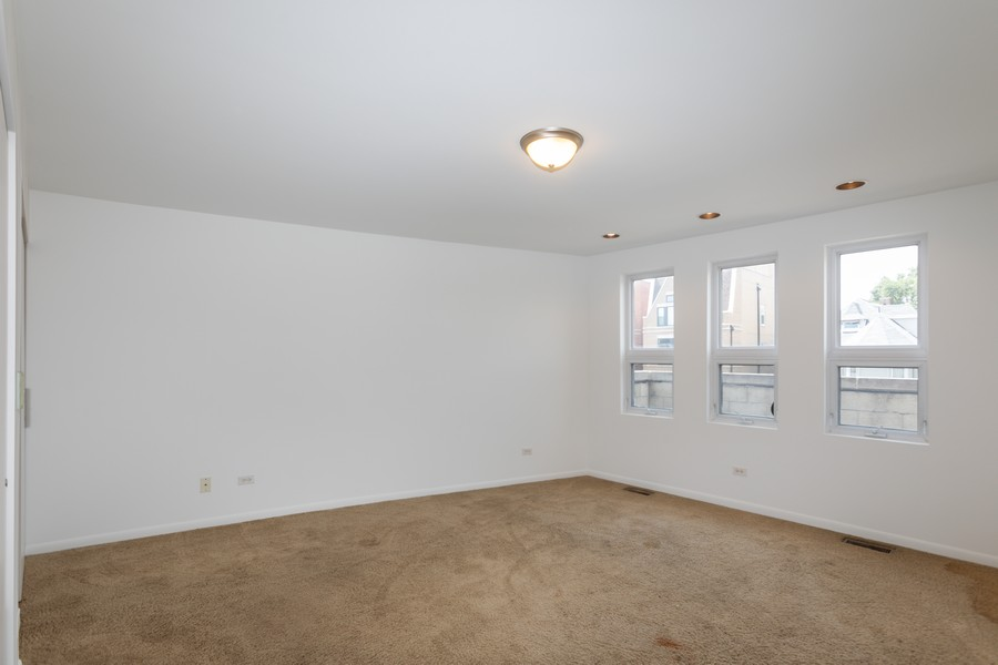 Real Estate Photography - 4339 S Oakenwald Ave., Chicago, IL, 60653 - 2nd Bedroom