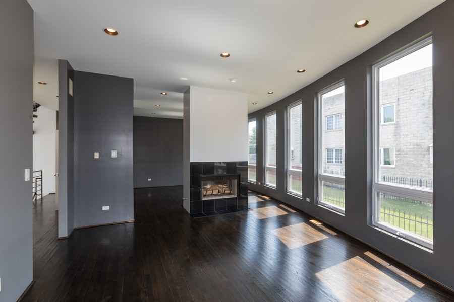 Real Estate Photography - 4339 S Oakenwald Ave., Chicago, IL, 60653 - Living Room