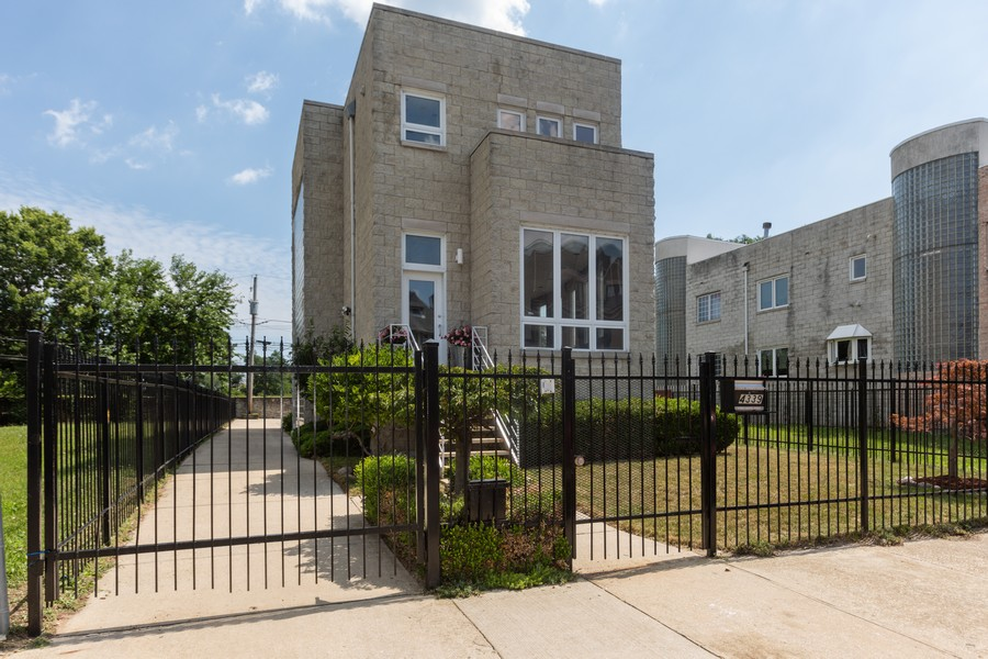 Real Estate Photography - 4339 S Oakenwald Ave., Chicago, IL, 60653 - Front View