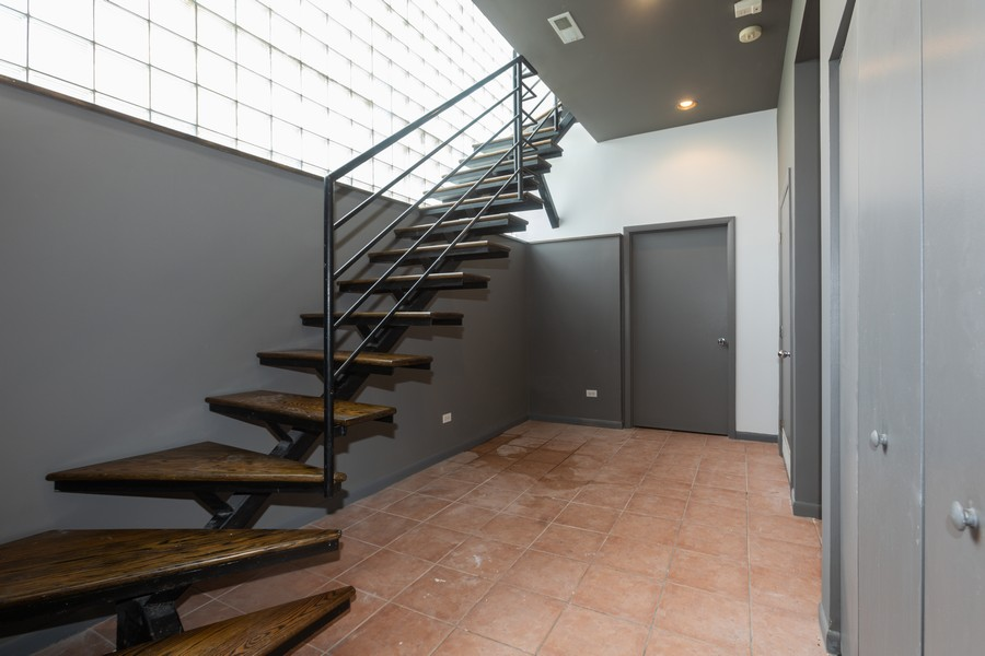 Real Estate Photography - 4339 S Oakenwald Ave., Chicago, IL, 60653 - Hallway